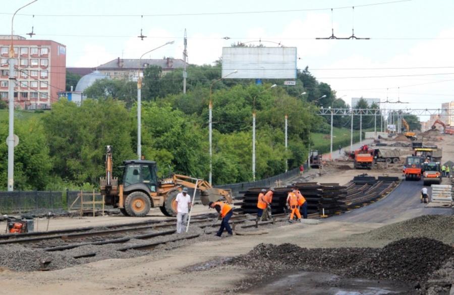 В Перми на Северной дамбе начали укладывать асфальт - фото 1