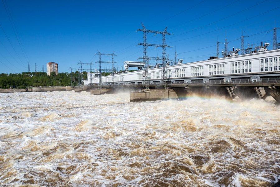 Камская ГЭС второй раз в истории сбрасывает воду в июле