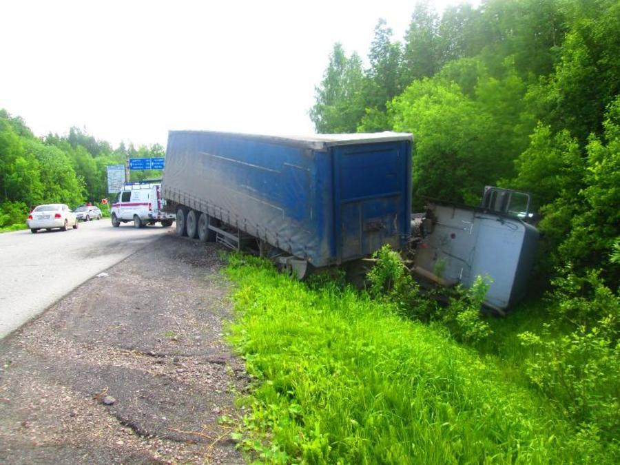 В Пермском крае в столкновении с фурой погиб водитель Нивы