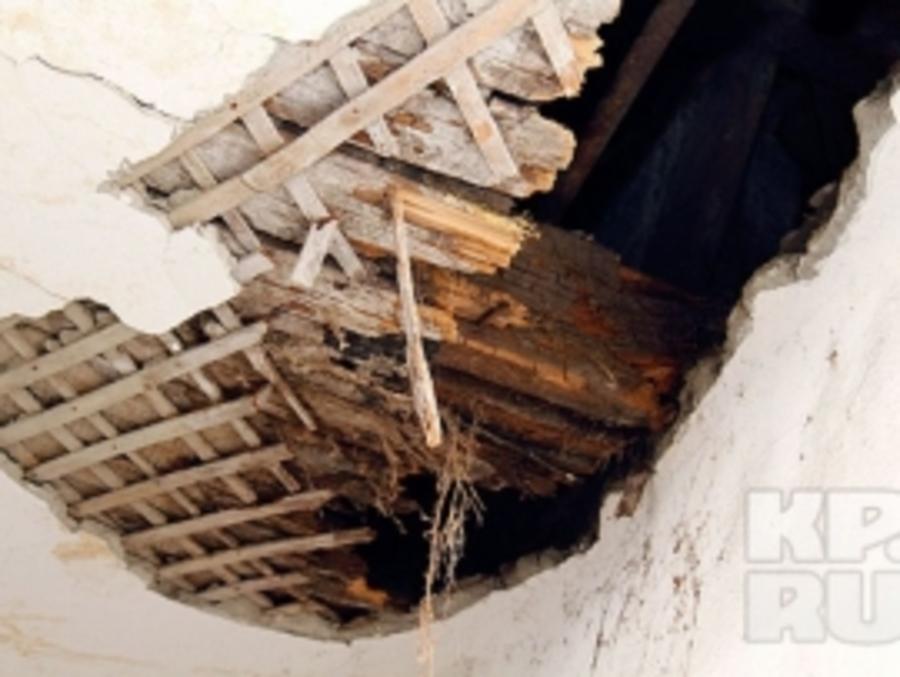 В Перми обрушилось потолочное перекрытие в жилом доме - фото 1