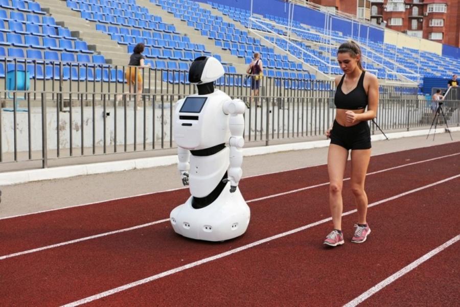 Пермский робот, зарегистрировавшийся на марафон, тренируется на стадионе - фото 1