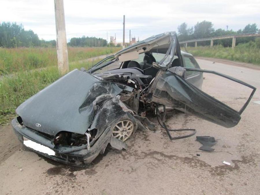 В Березниках водитель ВАЗа погиб при столкновении с опорой ЛЭП