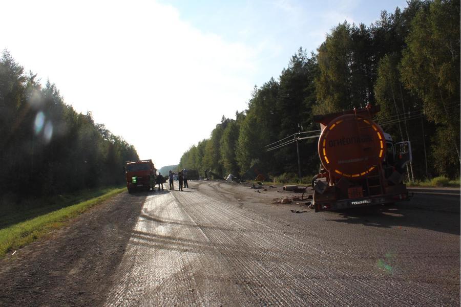 В Пермском крае большегруз Сканиа врезался в 8 автомобилей и убил дорожного рабочего