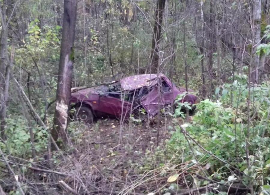 В Соликамске в опрокинувшемся автомобиле погибли два человека - фото 1