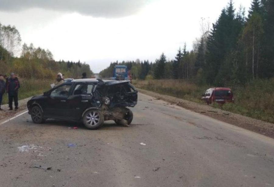 В Пермском крае в стокновении трех автомобилей пострадали четыре человека - фото 1
