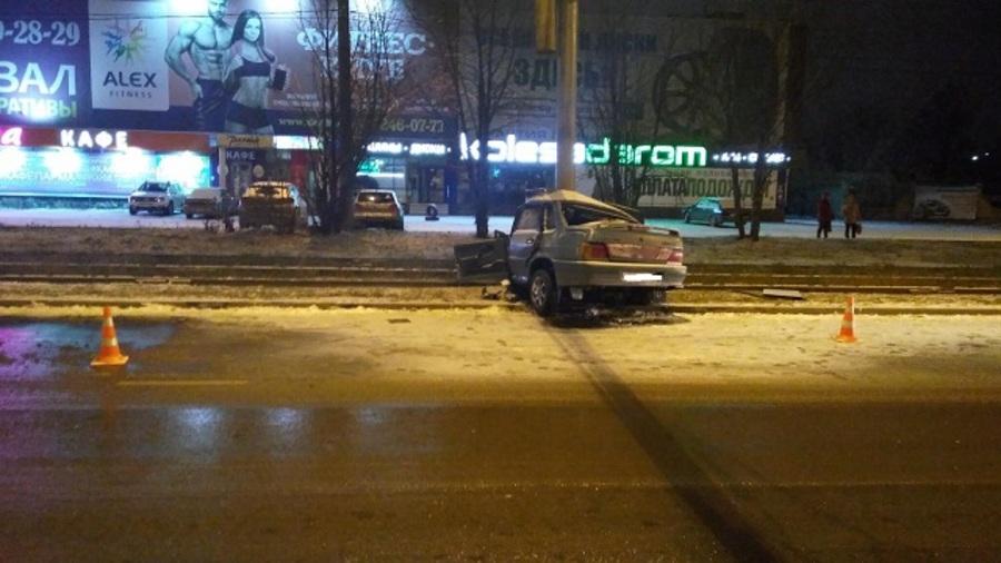 В Перми водитель без прав на незарегистрированном автомобиле врезался в столб - фото 3