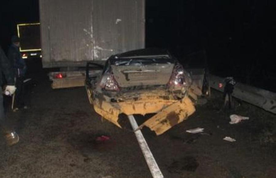 Вчера в Пермском крае два грузовика сплюснули легковушку - фото 2