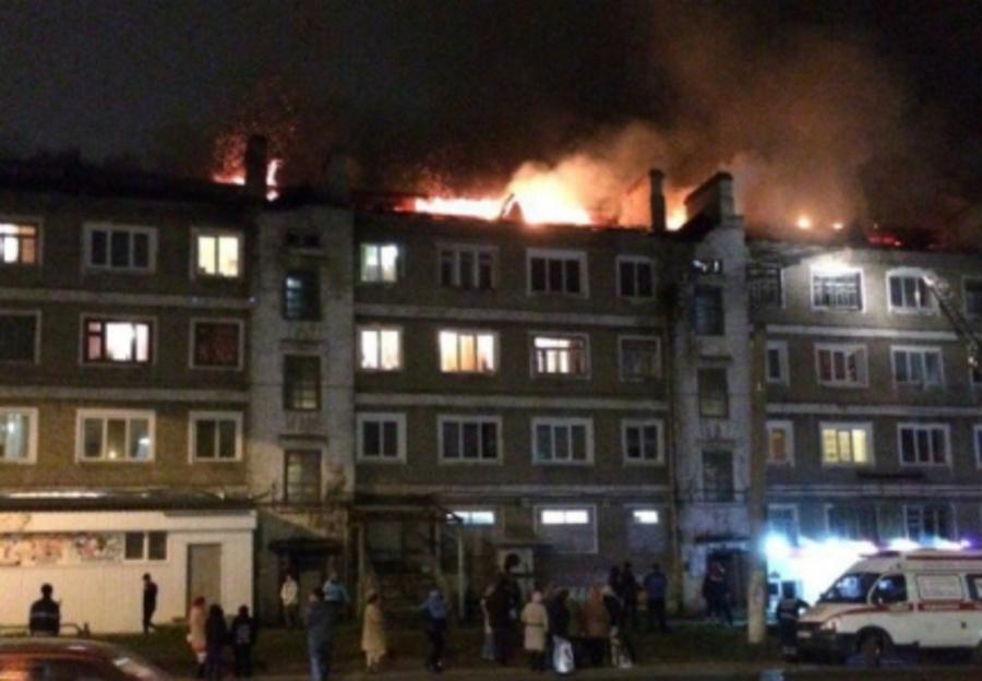 В Березниках произошел крупный пожар в 4-этажном жилом доме