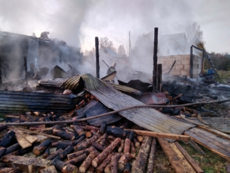 Сегодня ночью на пожаре в Верещагино погибли отец и дочь - фото 1
