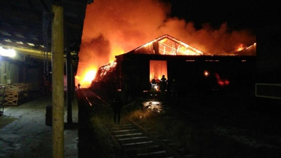 В Перми сгорел складской ангар