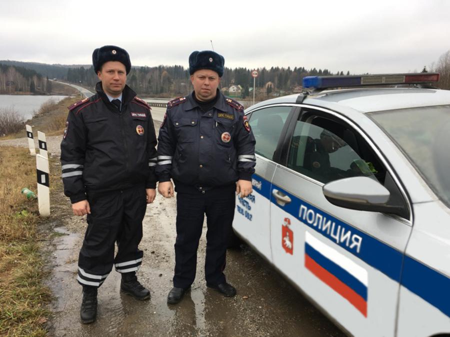 В Пермском крае полицейские спасли замерзающих рыбаков