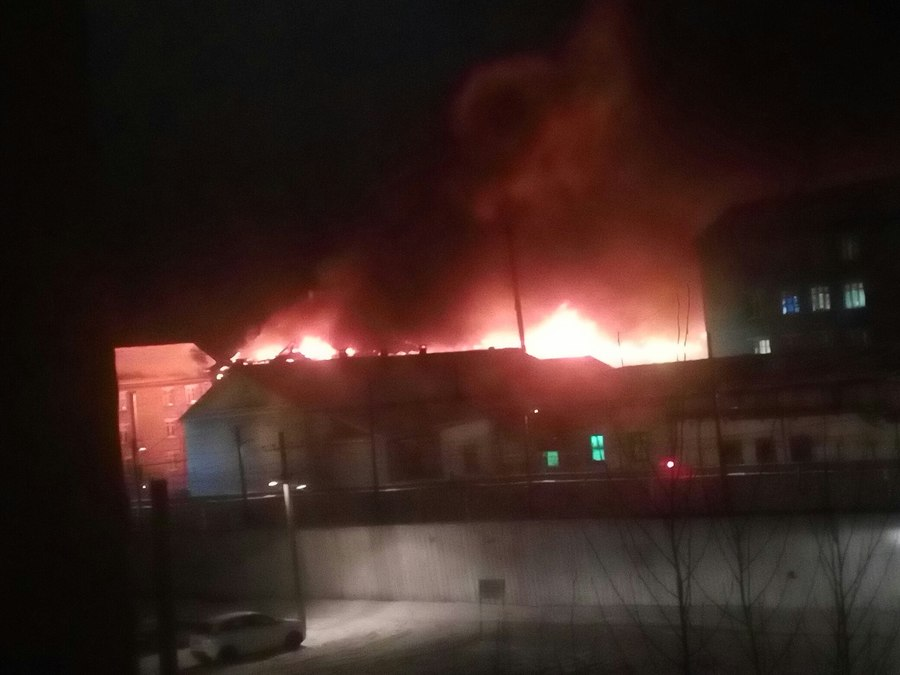 В Соликамске горит колония «Белый лебедь» - фото 1