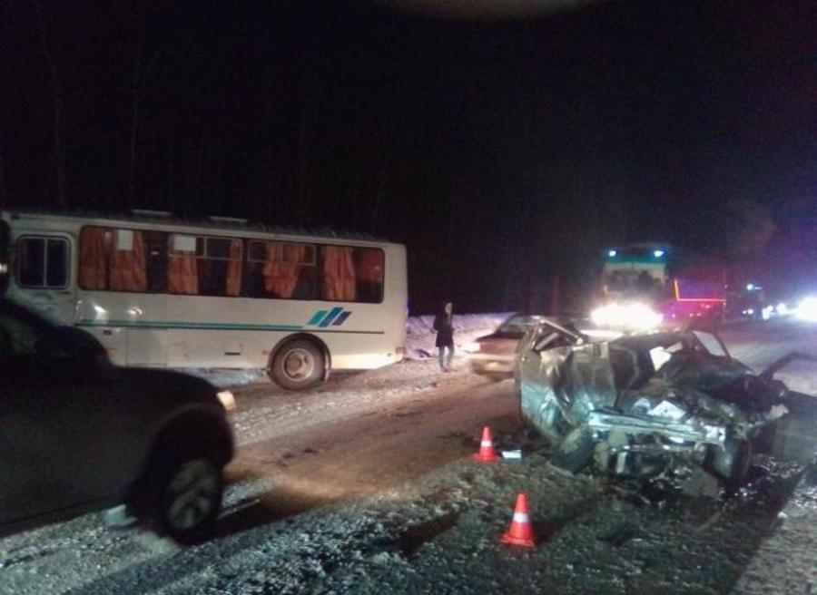 В Пермском крае в ДТП погиб водитель ВАЗа, пассажир травмирован - фото 1