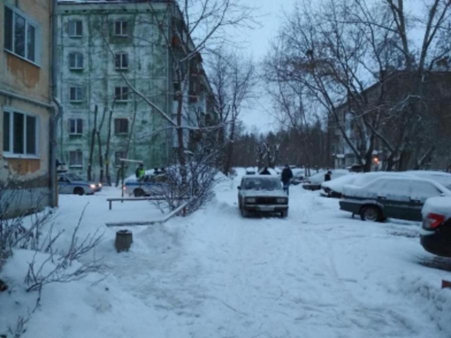 В Перми во дворе дома маленькая девочка попала под автомобиль