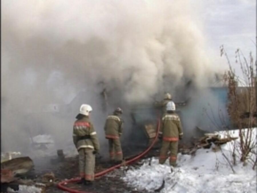 В Чусовом на пожаре в жилом доме спасены два, эвакуированы семеро жильцов - фото 1
