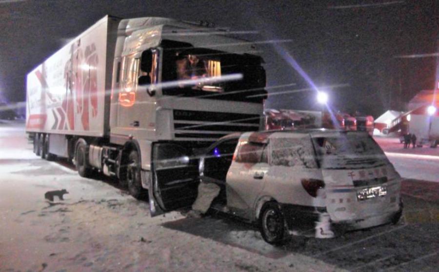 В Пермском крае водитель Ниссана врезался в стоящую фуру