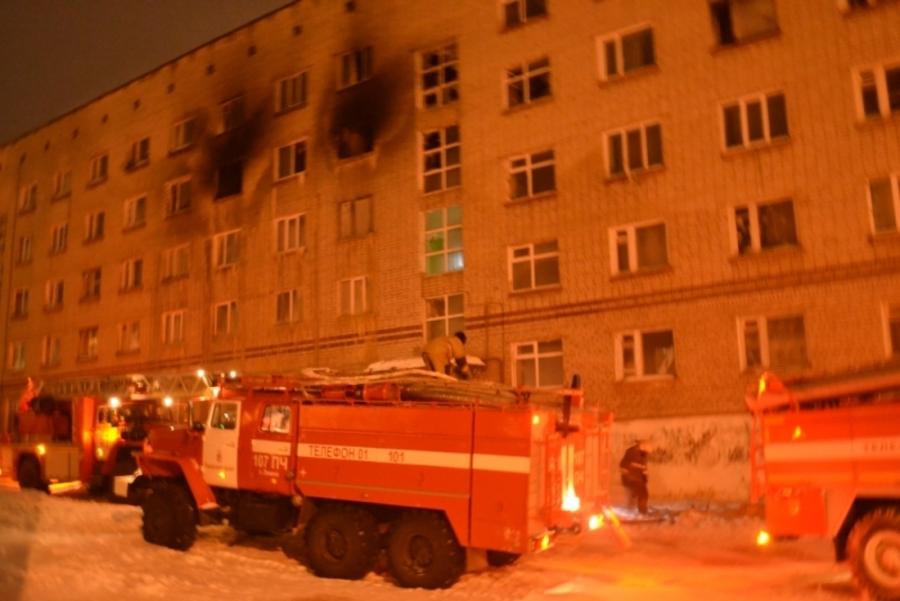В Чусовом из горящей пятиэтажки спасены 13 детей и 24 взрослых - фото 2