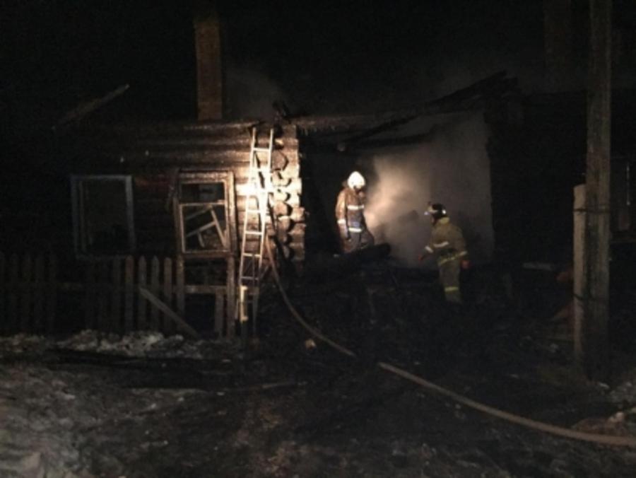 В Кунгурском районе на крупном пожаре погибли двое детей
