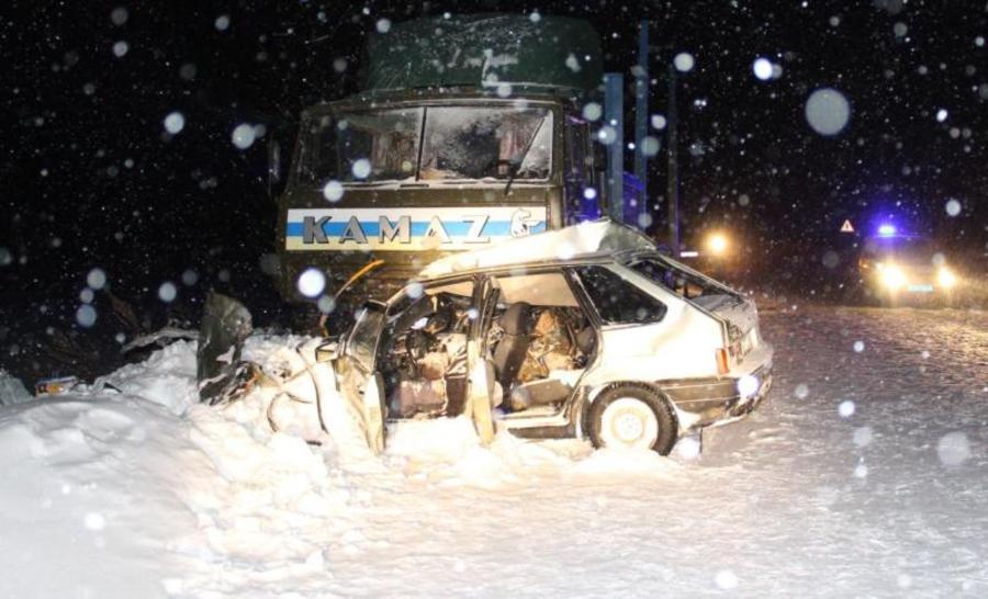 В Пермском крае в столкновении КАМАЗа и легковушки погибли два человека - фото 1