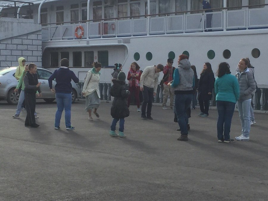 Пермяки танцуют на улицах города - фото 4