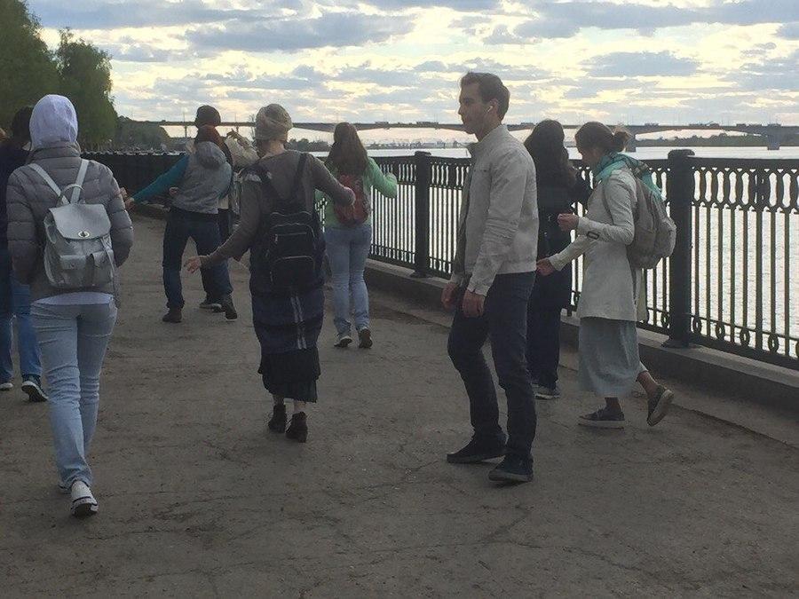 Пермяки танцуют на улицах города - фото 6