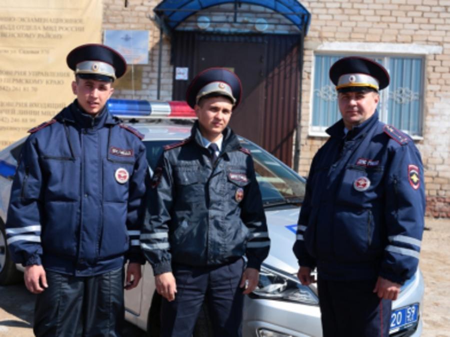Сотрудники полиции в Пермском крае спасли семью от гибели на пожаре