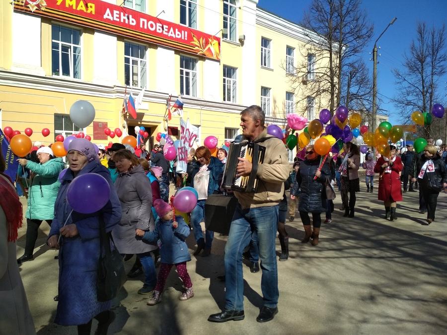 В Кудымкаре прошел первомайский парад в честь юбилея города - фото 1