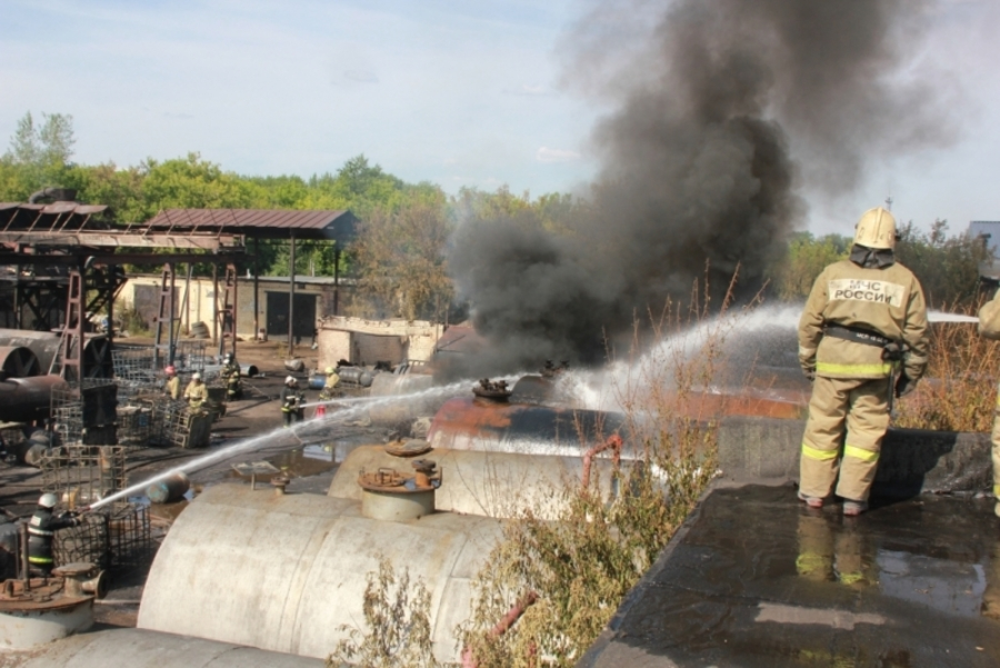 Пермские пожарные ликвидировали крупное загорание на предприятии в Кировском районе