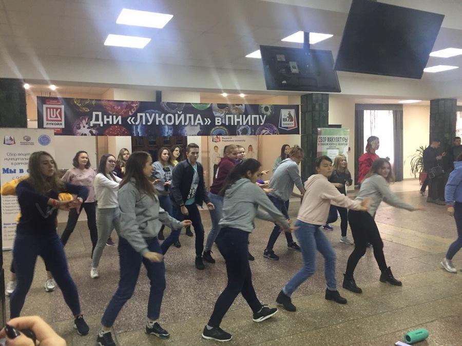 Студенты Пермского политеха провели флешмоб в честь еды