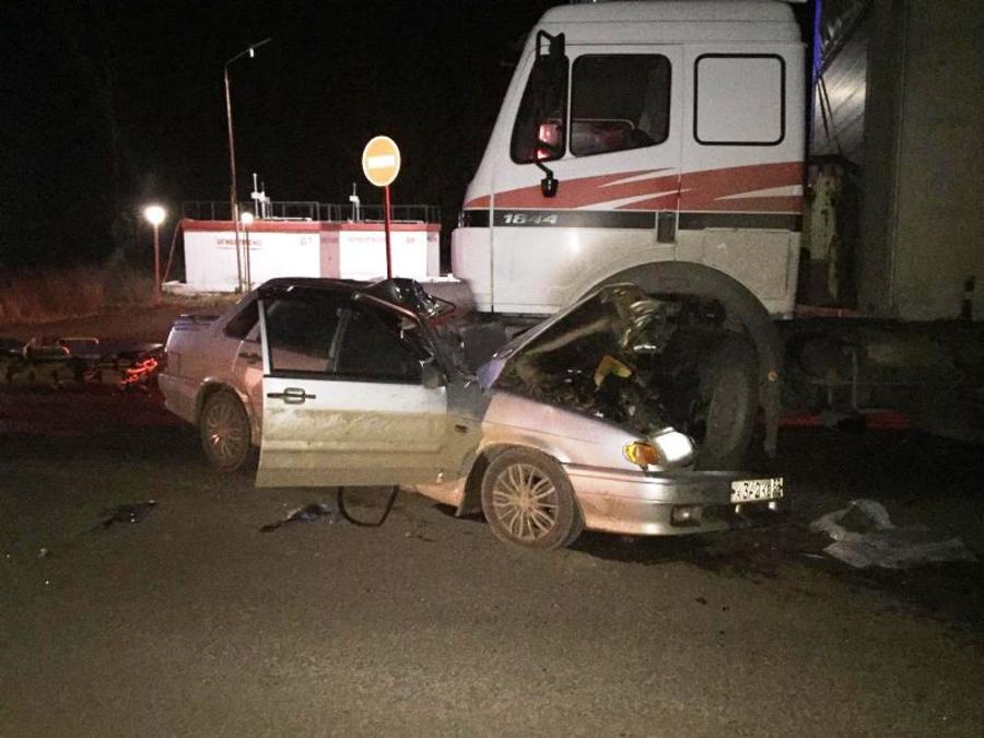 В Пермском крае водитель легковушки въехал под тягач Мерседес