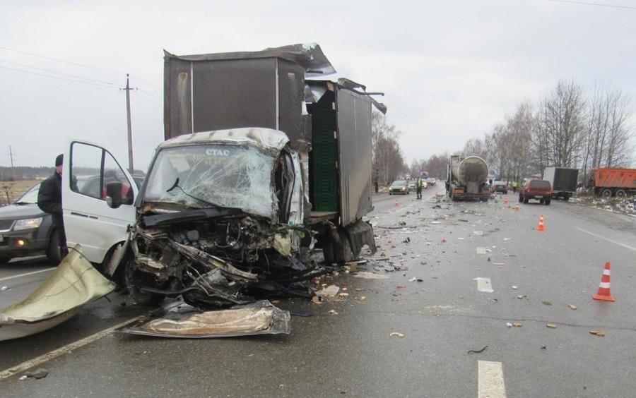 В Пермском крае водитель Газели столкнулся с двумя автомобилями
