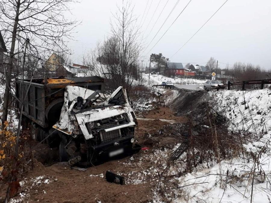 В Александровске погиб водитель самосвала