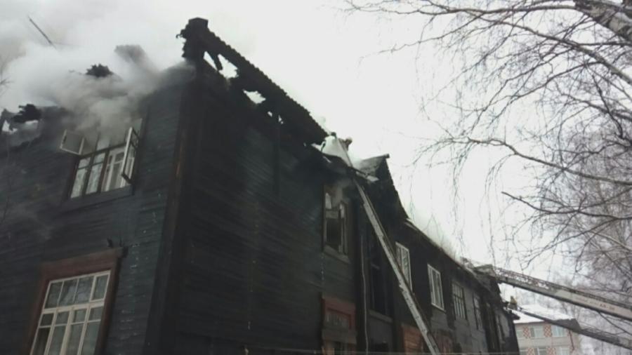 Сегодня в Соликамске сгорел 8-квартирный дом