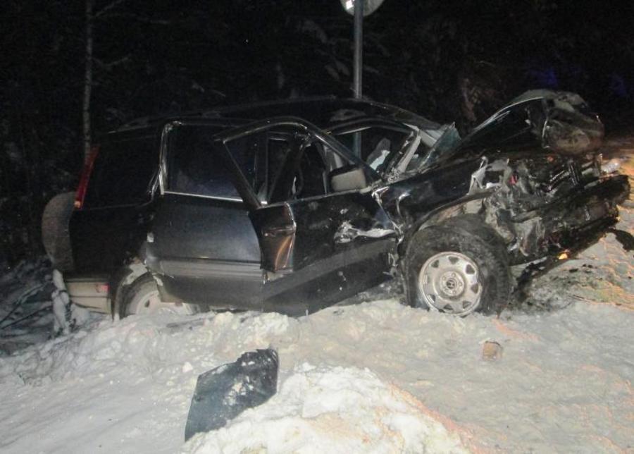 В Пермском крае в столкновении Хонды с Приорой погиб пассажир, двое ранены
