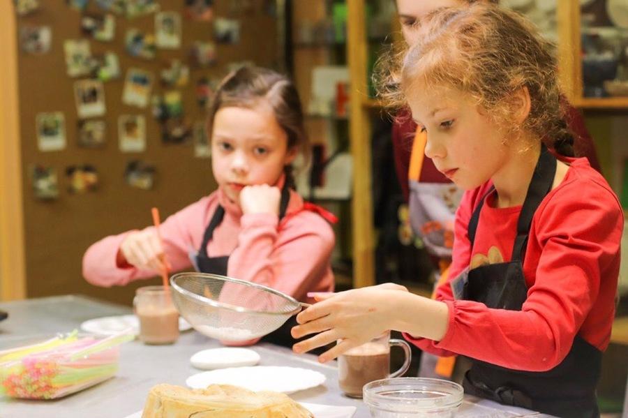 Пермские дети учатся готовить еду на английском языке