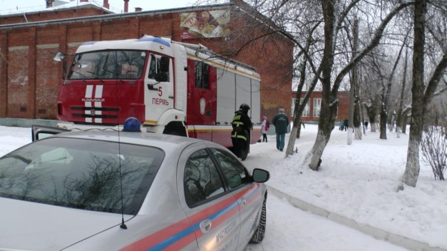 В Перми эвакуировали школу. Пожар не обнаружен - фото 1