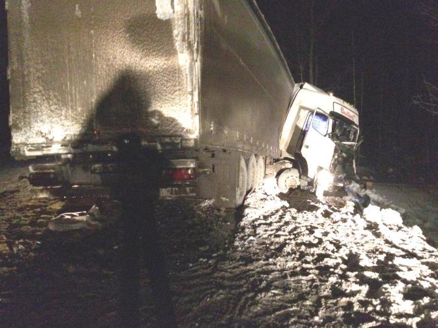 В Пермском крае столкнулись две фуры, водители в больнице
