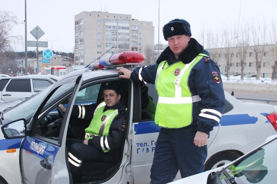В Пермском крае полицейские спасли попавших аварию граждан