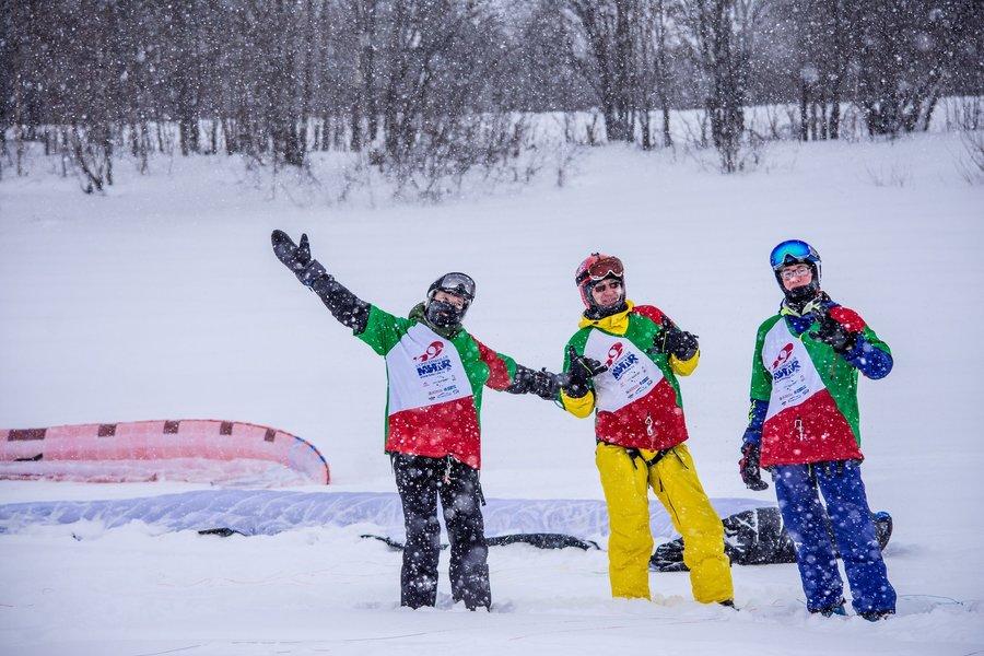 В Усолье лыжники и сноубордисты гонялись за змеем - фото 1