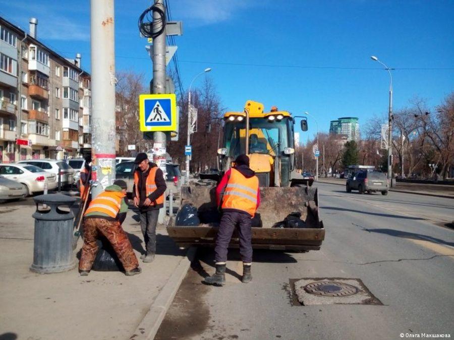 В Перми начали мыть и пылесосить дороги