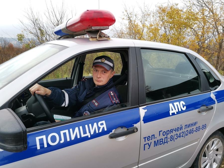 В Перми сотрудники ГИБДД выручили водителя заглохшего автомобиля