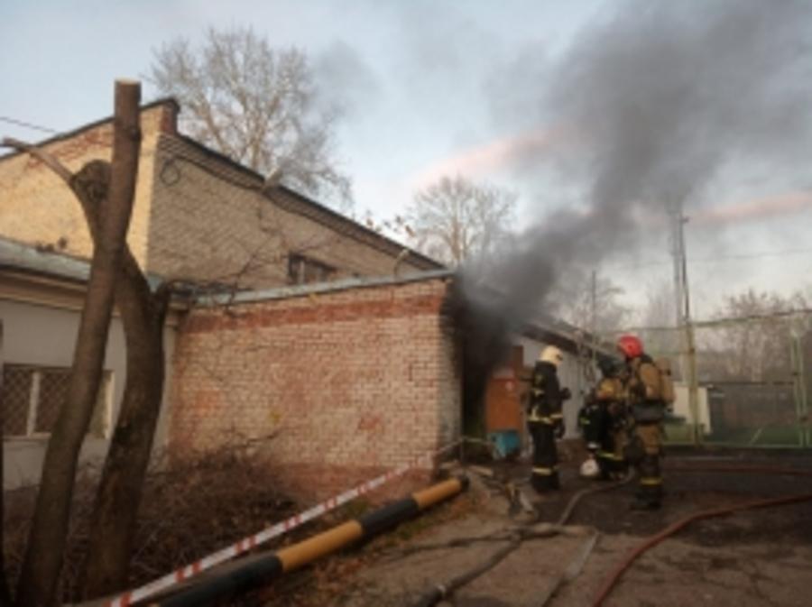 В Перми горело здание тира