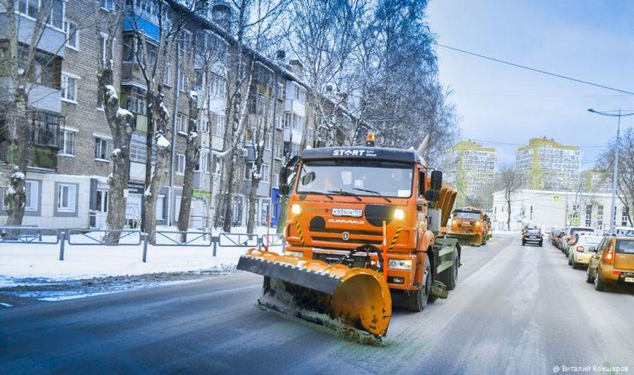 В Перми вывозом снега занимаются 300 рабочих и 200 машин - фото 1