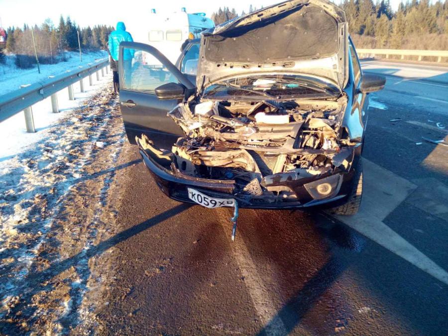 В Пермском крае водитель Гранты врезался в фуру, есть пострадавшие